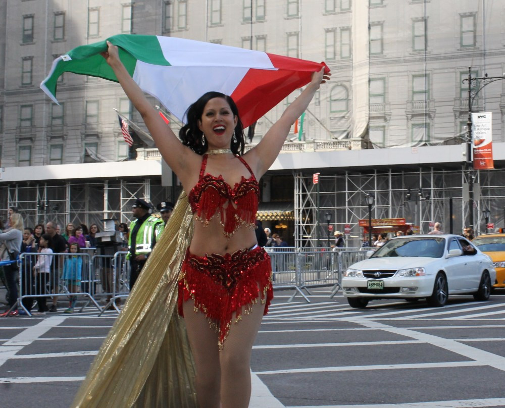 Italians Rev Up Their Hot Cars for Columbus Day (2/6)
