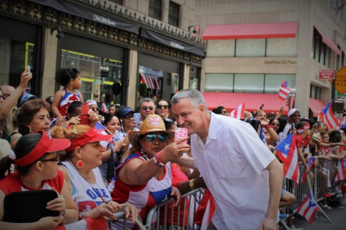 Mayor de Blasio getting in on a selfie